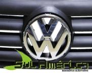 EMBLEMA DE GRADE VW SANTANA 99/06 MOD. ORIGINAL