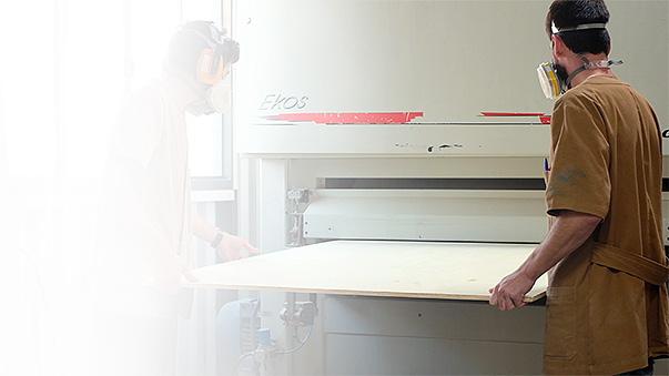 Aliamos tradicionais técnicas da marcenaria às modernas  tecnologias de corte e impressão digitalos