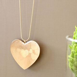 Colar longo semijoia coração longo banhado a ouro