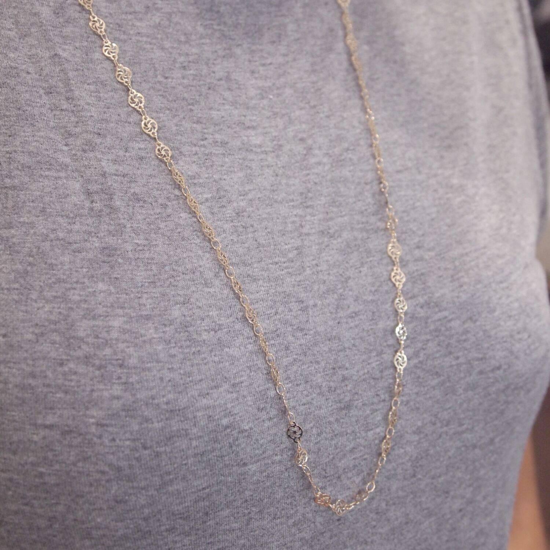 Colar semijoia Delicado círculos detalhe banhado a ouro